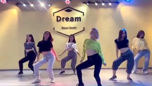 这是我见过最有魅力的组合跳《芒种舞》,没有对比就没有伤害!