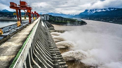 三峡世界最大垂直升船机,装载3000吨位的船舶,提升至113米高度