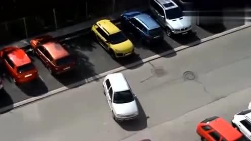 女司机标准倒车入库,看了不准笑!科目二没白练