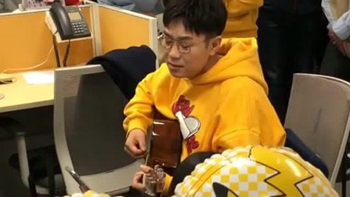 大鹏受益人主题曲提前首发,人不但长得帅气,唱歌也这么好听!