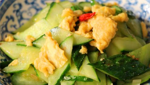 黄瓜炒鸡蛋要不要加水,原来饭店大厨是这样炒,难怪比家里的好吃