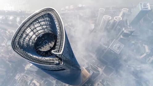 """828米的世界""""第一高楼"""",风一吹摆幅3米多!楼房为啥吹不倒?"""