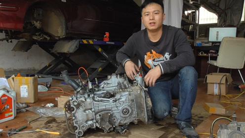 看看发动机的组装流程,组装水泵,正时壳和油底壳