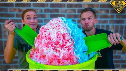 老外制作100磅超大冰淇淋,尝一口味道绝了,网友:大王的胃?