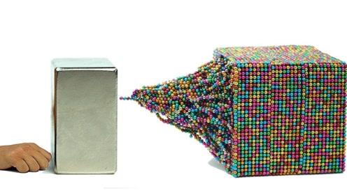 50000颗巴克球和钕磁铁放一起,会是什么画面?看完后眼前一亮