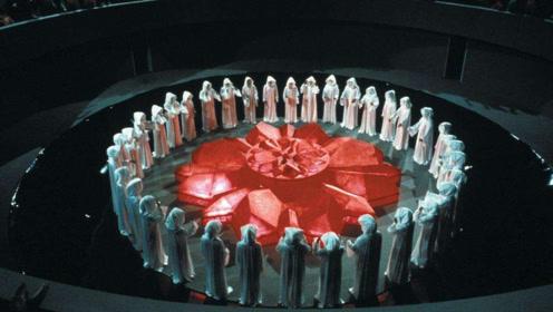 在未来世界,每个人手里都有块宝石,而红色就意味着将死亡