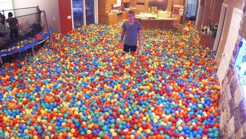 50000个塑料球放在卡车中,启动汽车后,就知道玩法升级了
