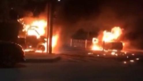 广州两车相撞后爆燃,十字路口未设置红绿灯