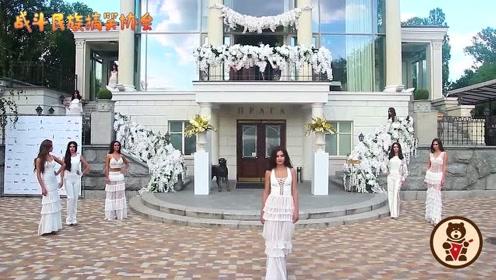 乌克兰佳丽白色连衣裙走秀,太仙了