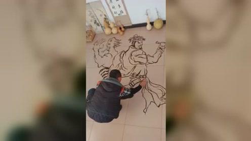 农村小伙撒黑芝麻在地上画水浒108将,苦于无法保存欲求助网友