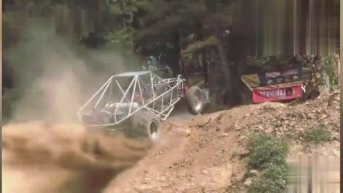 老外驾驶山地越野车冲刺陡坡全程地板油,发动机真是太给力了