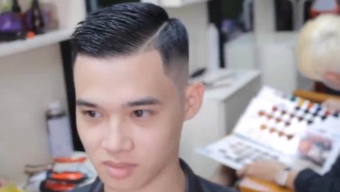"""男生这款""""油头""""发型帅气不油腻,19年秋天就这样剪,干净又好看"""