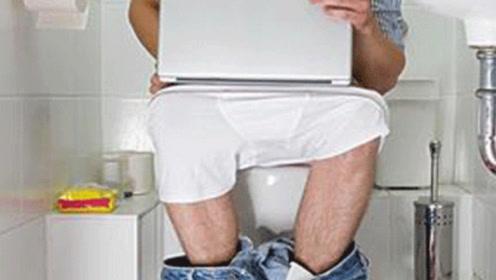 老人心脏骤停倒在卫生间:冬天如厕,上了年纪的人要注意这2件事!