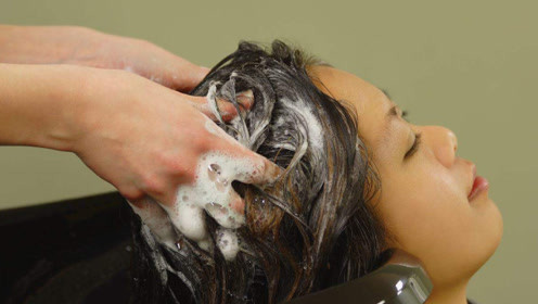 洗头时,养成这几个好习惯,头发不出油,脱发会也越来越少