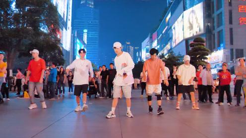 权志龙-狂放  在广场舞大妈的地盘上找到位置真的很不容易
