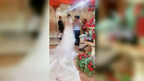 这婚纱也太漂亮了吧