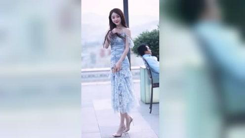 杭州街头遇到的精致小姐姐,这是25岁以上男生都想娶回家的类型吧?