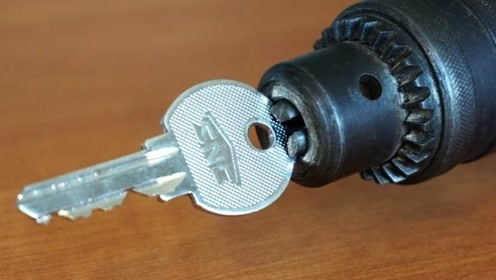 钥匙插在手电钻上,没想到功能这么强大,果断收藏