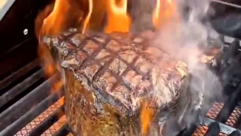 这样的烤牛肉看起来好诱人,切开后你吃得下去吗?