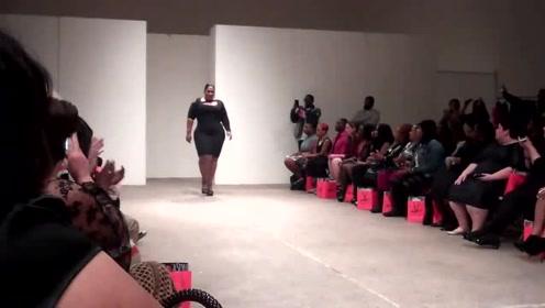 大码模特霸气走秀,黑色紧身连衣裙,显瘦又百搭