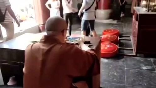 实拍:绝地求生佛系玩家!佛祖在保佑你!