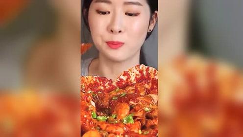 韩国人吃海鲜汇,共有12种海鲜!章鱼、虾、蟹、扇贝都有