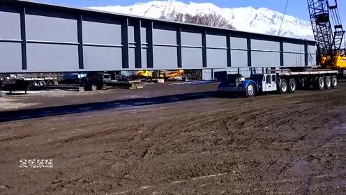 实拍钢梁运输过程,长达几十米,这车一般人估计开不了