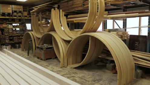 直木放上去弯木出来,弯曲的木板是这样压出来的,长见识了