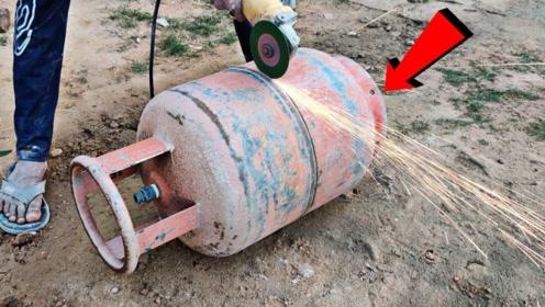 煤气罐里面到底有什么?印度小哥将其切开,一探究竟!
