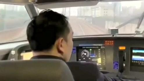 真是不看不知道啊!和谐号起步到加速,原来司机一直重复一个动作