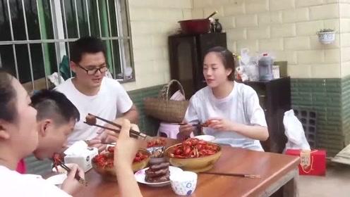 农村夫妻回娘家,型男小舅子用12斤龙虾招待,满满4盆,太壕气了