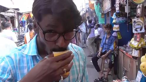 印度街头出现最佳解暑神器,不过小哥拿针戳,这样对待美食好吗?