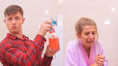 国外小伙在洗手液内偷加胶水,把毫无防备的女友整哭,惨咯!
