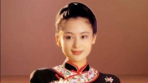 陈红年轻时的一组旗袍装,琴棋书画美得儒雅,真是多才多艺呀