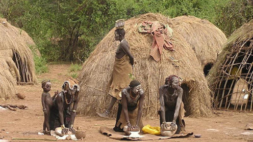 最简单粗暴的非洲部落,男人徒手撕羊肉,女人生育方式更直接!