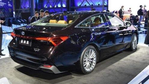 丰田终于硬气了!新一代亚洲龙霸气上路,油耗4.3L选啥吉利