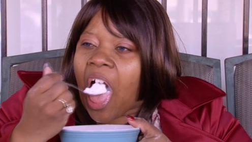"""女子喜欢吃""""洗衣粉"""",每天早餐都吃一顿,网友:这什么怪癖?"""