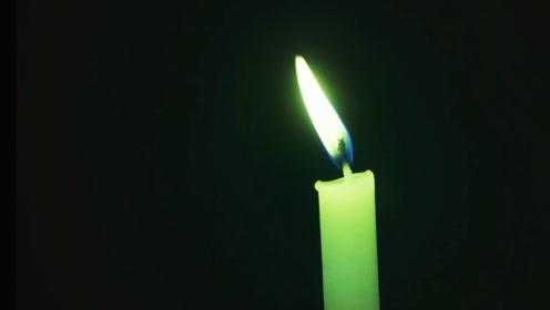 怎么感觉蜡烛的火光不对,他们遇到什么东西了?