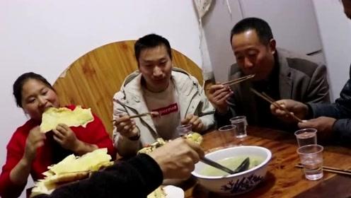 10斤大鱼能做一桌子菜?胖妹上舅妈家蹭饭吃,舅妈被胖妹吃怕了!