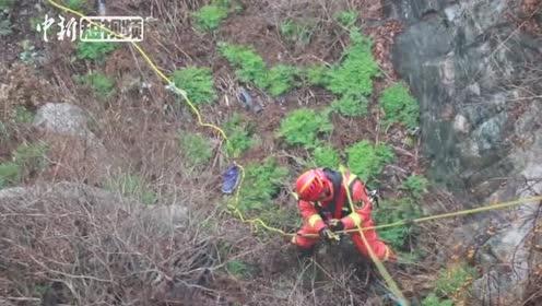 泰山景区一男子轻生跳崖消防员风雪中紧急救援