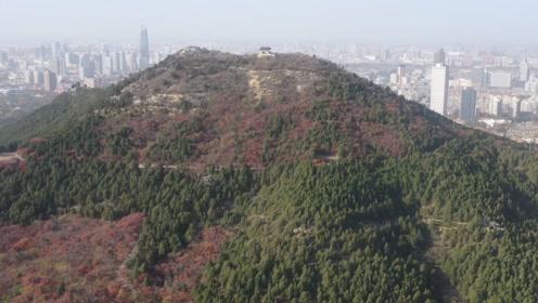 无人机航拍济南千佛山,红绿相间美如画