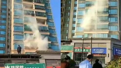天怒人怨!江西男子高空抛烟头,点燃楼下几家阳台衣物被拘10天