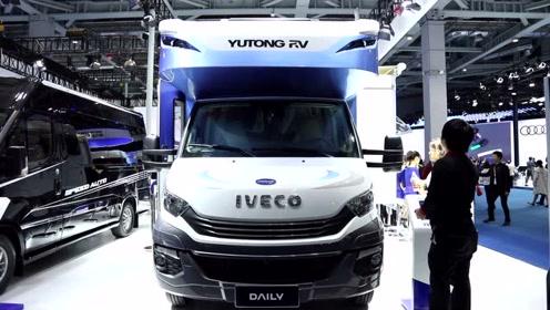第二届中国国际进口博览会上采访宇通房车副总经理卢鹏先生