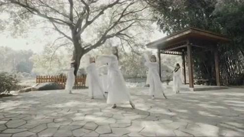 姐姐们跳一曲久违的古风《桃花诺》,起舞就已经让人沉醉了!