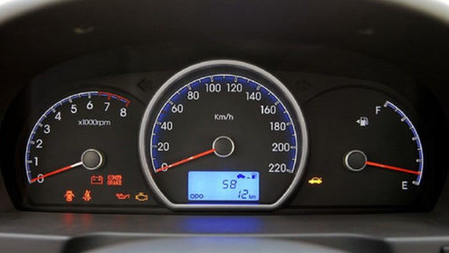 仪表盘上这个灯亮了代表什么,老司机:赶快靠边停车吧