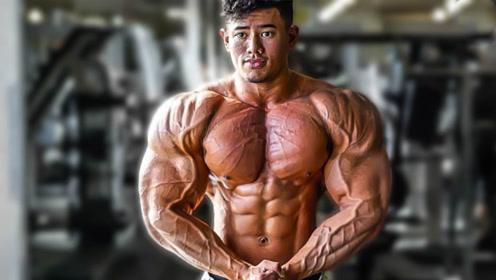 """肌肉版""""张杰""""!亚裔小伙25岁拿到IFBB职业卡,围度丝毫不输欧美!"""