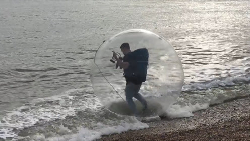 英国网红作死实验:钻到透明气球内,跨过600公里海域到达法国
