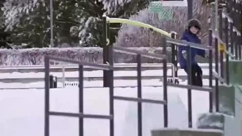 芬兰的小朋友这技术太好了,这样的障碍滑雪一般人还真不敢上!