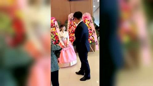 韩国人的婚礼看起来有点怪怪的