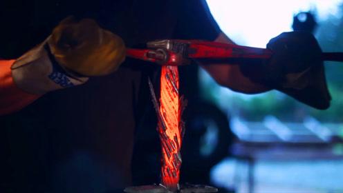 十几根钢筋叠在一起,烧红了用力一拧,成品我也说不上来叫什么